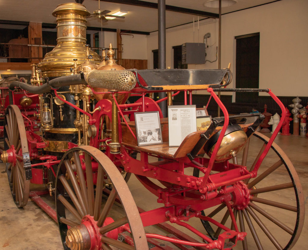 picture of a horse-drawn fire engine