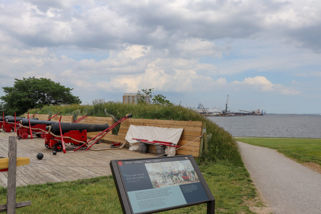 picture of Fort McHenry cannons